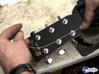 Changer les cordes d'une guitare acoustique ou électro-acoustique