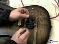 Changer les cordes d'une guitare équipée d'un Floyd Rose